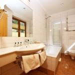 Hotel Grafenwirt - Badezimmer Badewanne